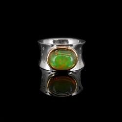 Anillo con Piedra Cabujón de Opalo y Diamantes (A40)